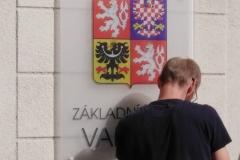 Sobotní montáž označení školní budovy 4